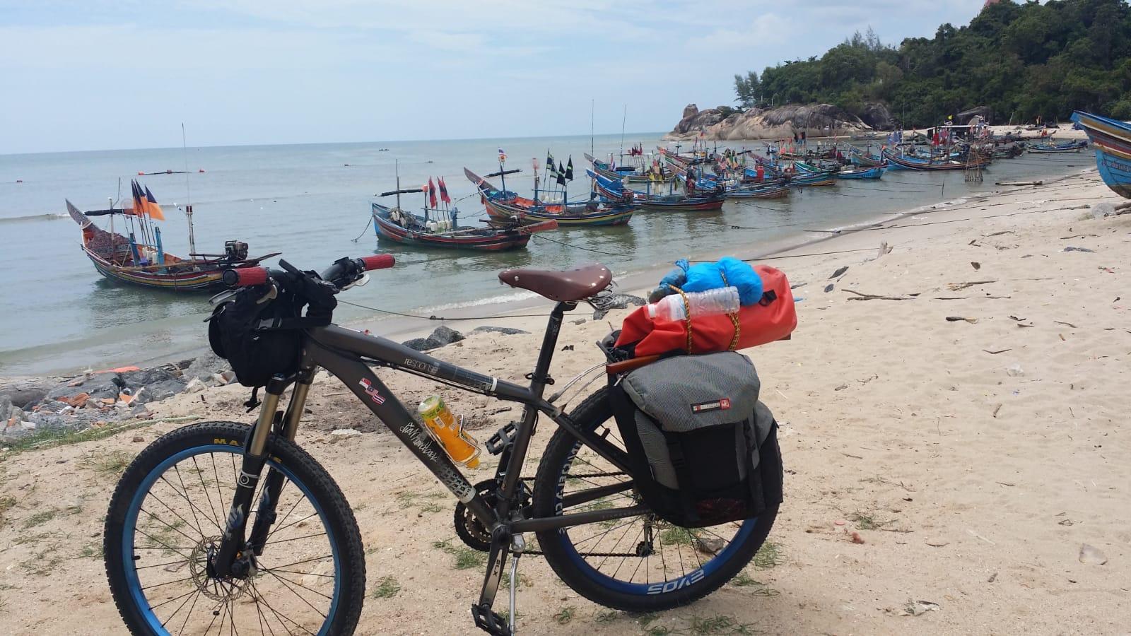 Jefni Amat bike tour to Thailand